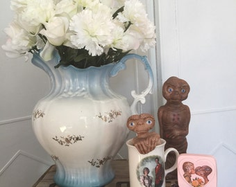 E.T. assorted collectables