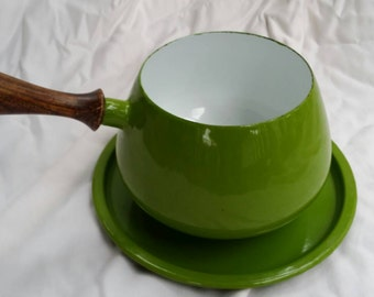 Vintage Mid Century Modern, Retro Green Pot With Wooden Handle And Plate