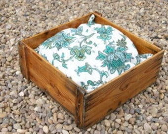 Small Vintage Crate Pet Bed & Cushion