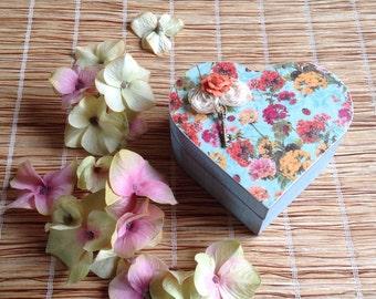 Vintage Style Wooden Heart Shape Box.