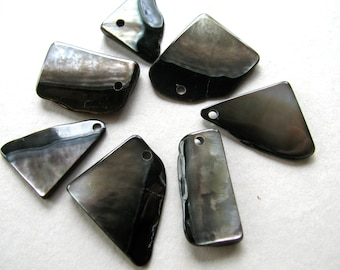 Shell beads, 7 beads, free form, Black Lip shell - #8
