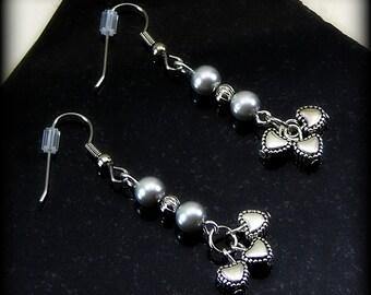 Pearl earrings - 4mm glass pearls in silver - Debutante Hearts