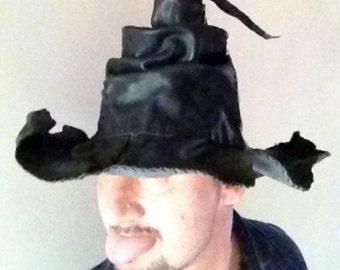 Hat inspired by a painting of Brugel of 1500