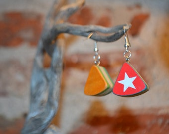 Small triangles earrings in recycled skateboard