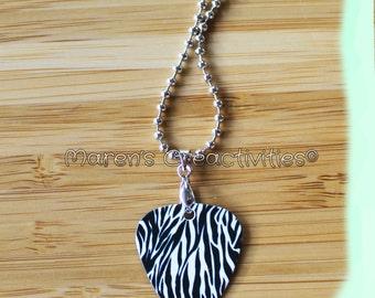 Plectrum / guitar pick necklace - Zebra