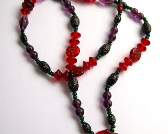 """Beautiful 1960's Pressed Glass Necklace 32"""""""