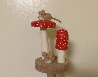 Beautiful Handmade Mice And Toadstool Paper Towel Holder