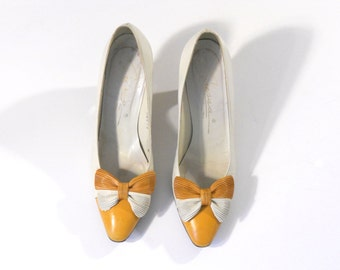 Vintage White and Yellow Color Blocked 3 Inch Leather Heels with Bow, size 7
