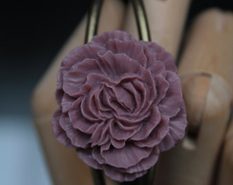 Cuff Bracelet adorned with a flower old pink.