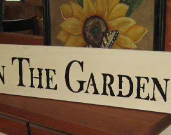 I'm in the garden.......primitive wall,sign,plaque,hanging/Repurposed wood usedl/painted/stenciled/handmade/ruff finish