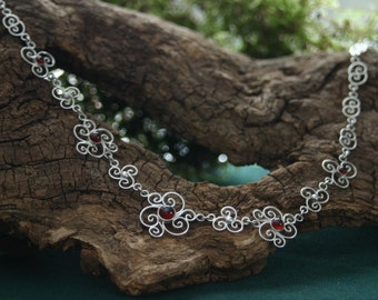 charming filigree worked necklace with deepred garnet stones - loverly worked in silver