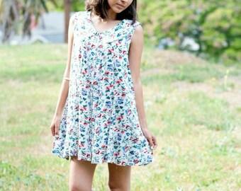 On Sale ~ 1990's babydoll vintage floral dress