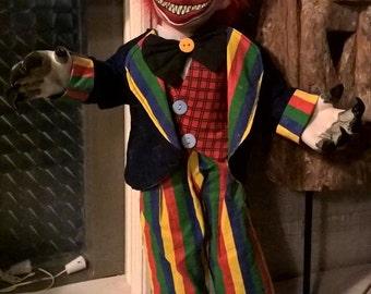 Cecil: large horror clown