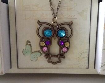 Chic owl pendant