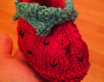 Baby shoe strawberry, knitted