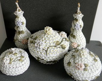 Meissen Schneeballen snowball vintage dresser and jar set with applied flowerheads ca 1880