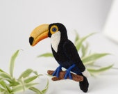 Tropical Bird Brooch Toucan / felt birds brooches / colorful brooch pin / animal pins / felted pins / woodland pin / handmade jewelry