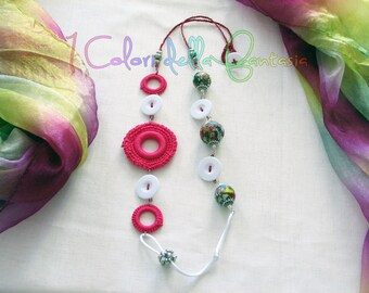 Fuchsia and white necklace