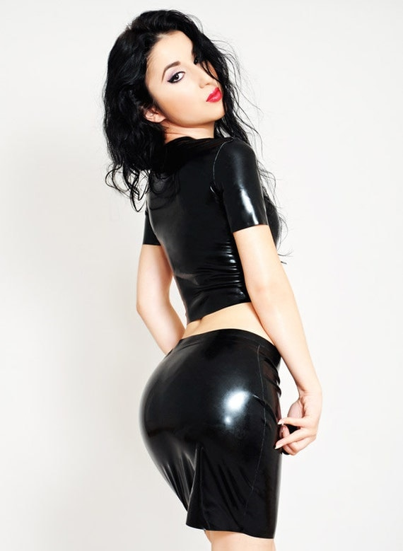 latex crop top with front zipper and short sleeves sexy