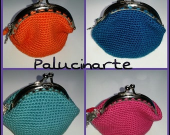 Purse crochet with metal nozzle