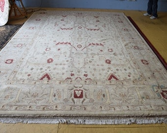 Beautiful Oushak hand knotted area rug