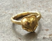 Solid 18k yellow gold hammered ring with a chased and repousséd 18k heart, size 4.45