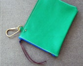 Half turned clip zip pouch - removable pocket for wedge bags - Fern green leather