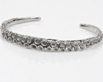Octopus tentacle cuff bracelet in 14k white gold by Zulasurfing