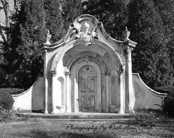 Architecture Photography, Black and White Photography, Cemetery, Architecture, Doors, Mausoleum, Bedroom Decor