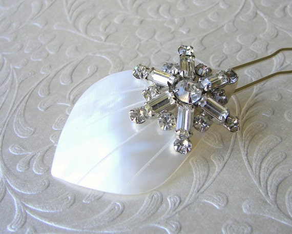 Starfish Rhinestone Hair Comb Beach Wedding Hairpiece Bohemian Chic Bride White Shell Mother of Pearl Headpiece Bridal Formal Pageant Prom
