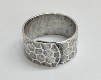 Wide Ring Blanks - 4 Antiqued Silver Ox (oxidized) HAMMERED Wide Band Adjustable Ring Blanks