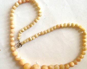 Mother of Pearl Necklace Graduated Beads VIntage 60s