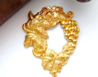 BRASS * Aesops Fable Fox and The Grapes Stamping ~ Jewelry Finding ~ Brass Stamping (C-1206)
