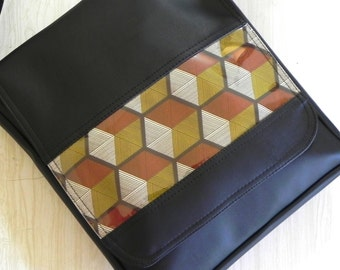 Cubes cross body style Messenger bag.