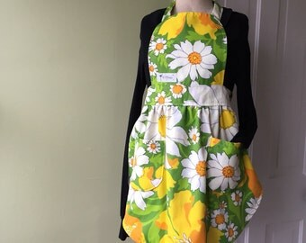 Kitchen Apron- Daisies- Womens Apron- Vintage Style- Floral- Pockets- Waist Tie- Retro- Yellow- Green- Orange- White- Handmade Gifts