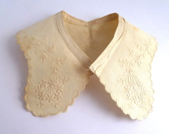 Collar - Vintage embroidered - floral with scalloped edge - early 1900s