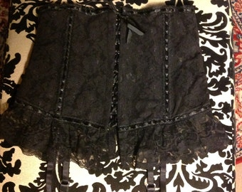 Vintage *NWT* 1980's Fredrick's of Hollywood black lace garter belt- Small