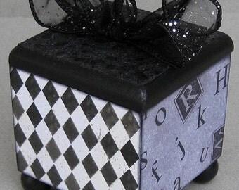Chic Harlequin Black and White Keepsake Trinket Decorative Lift Top Box