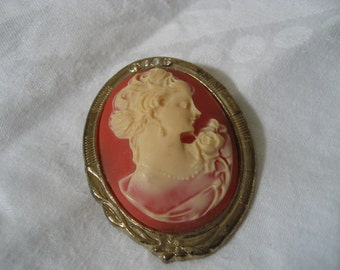 VINTAGE Woman Cameo Head in Metal Costume Jewelry Brooch