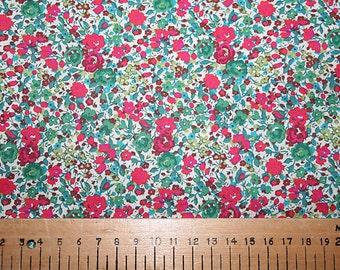 """Liberty Tana Lawn """"EMMA & GEORGINA"""" red/green 20 x 20cm (8 x 8"""")"""