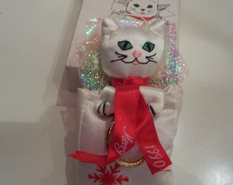 Vintage holiday ornament Rare Fancy Feast Kitty Cat ornament in box  1990 no longer in production White kitty in shopping bag Free shipping