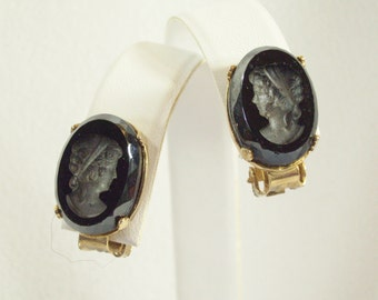 Vintage 50s Black Glass Intaglio Cameo Clip On Earrings