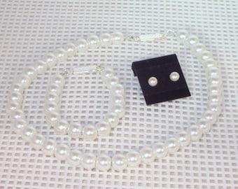 Flower Girl Pearls Set  - Necklace, Bracelet & Earrings - Glass Pearls - Made to Order - Flower Girl,  Jr Bridesmaids - White or Ivory