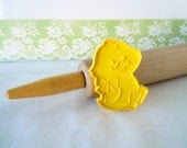 Vintage 1982 Easter Chick Fondant Cookie Cutter Spring Chicken Bird Yellow Hard Plastic Imprint Cookie Cutter Hallmark