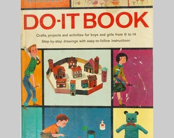 Childrens Golden Book Do it your self McCalls Crafts projects and activities for boys and girls 6 to 12 years old