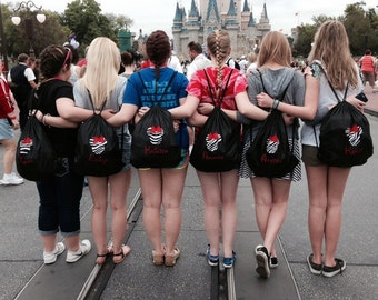 Lot of 6 personalized cinch bags feature a Mickey Mouse design along with an embroidered name