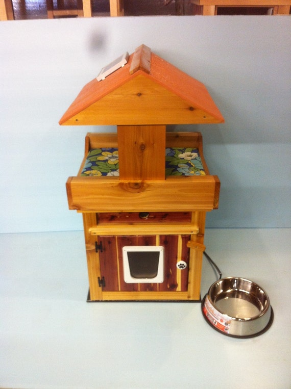 Loaded  Heated Cedar outdoor cat house with Loft (Ships Next Bus. Day)