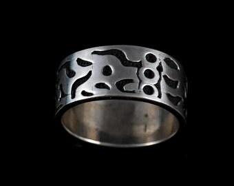 Size 7.75 Vintage Sterling Silver Tribal Pattern Rin