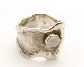 Reticulated moonstone ring