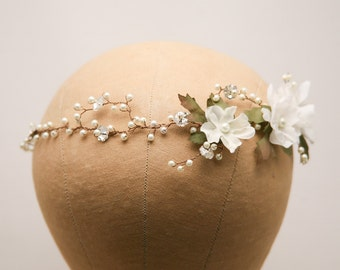 Wedding Hair Vine of Ivory Flowers Pearls and Rhinestones, Wedding Flower Crown Breial Headpiece Garden Wedding Headband Beaded Hair Vine